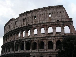 Roma - Colosseo (coliseum) (Flickr - *DiEgO*  (CC BY SA 2.0))